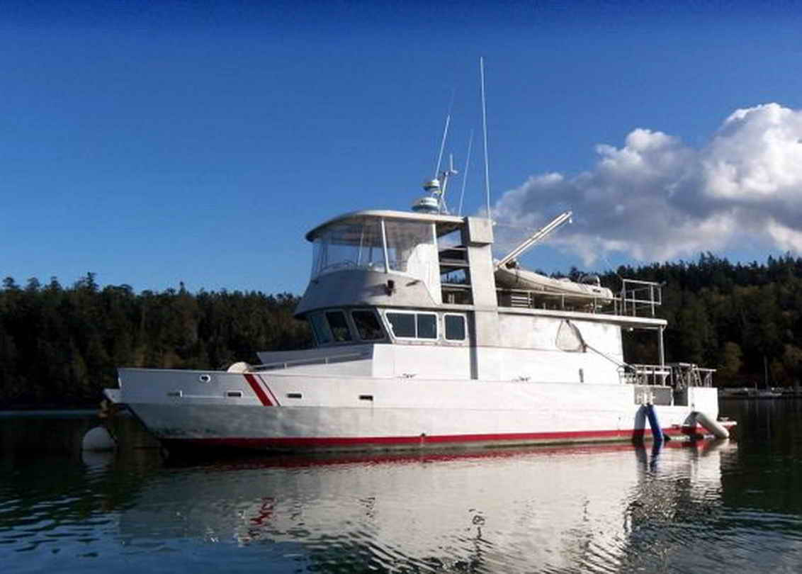 Flybridge Cabin Cruiser - US Coast Guard Conversion image 0