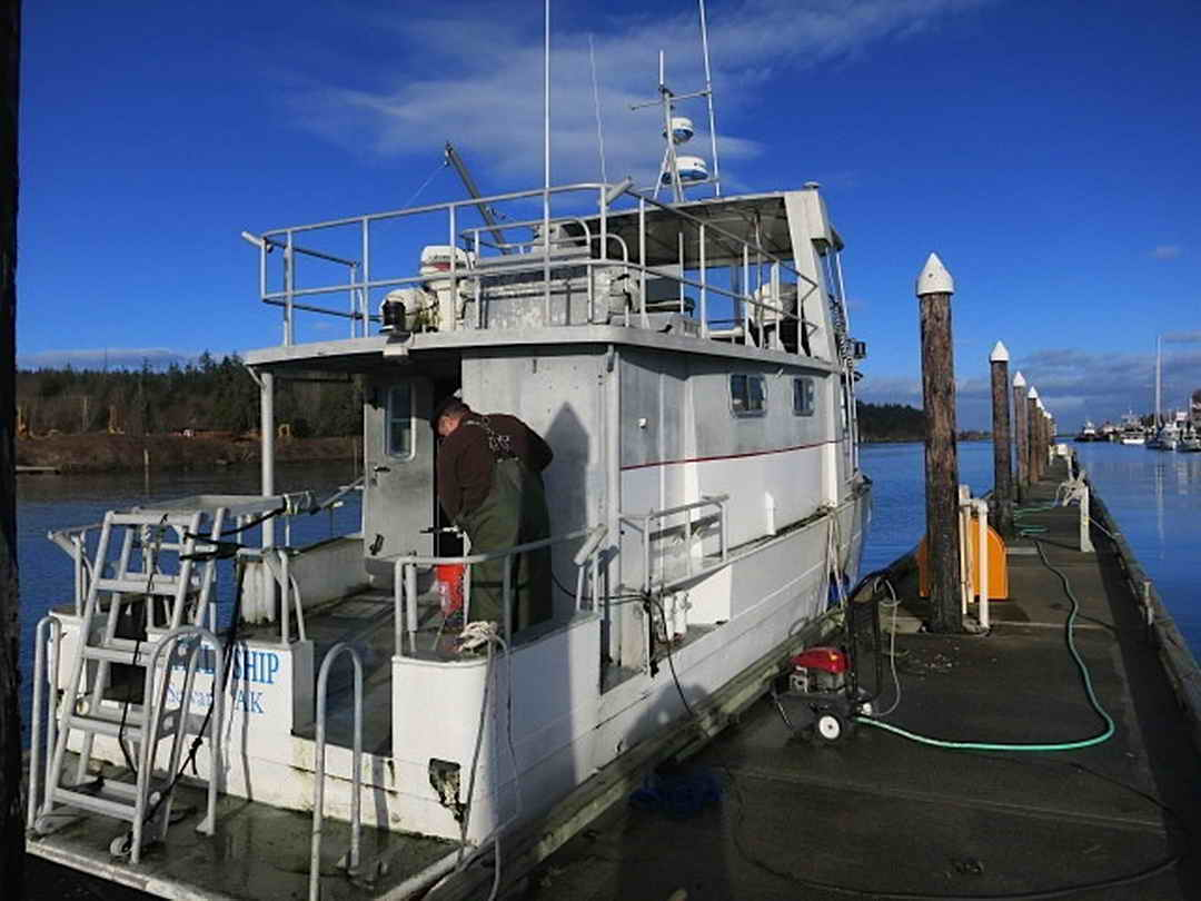 Flybridge Cabin Cruiser - US Coast Guard Conversion image 6