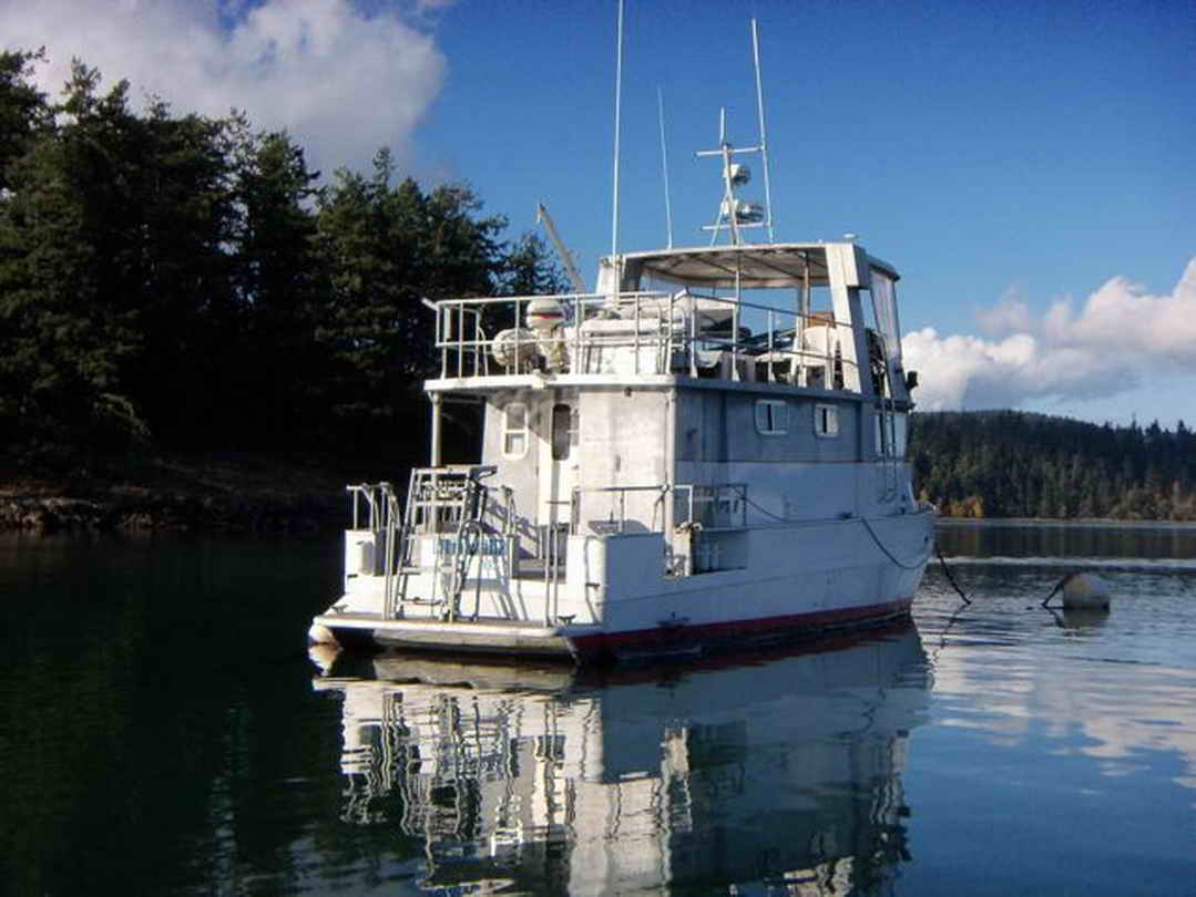 Flybridge Cabin Cruiser - US Coast Guard Conversion image 8