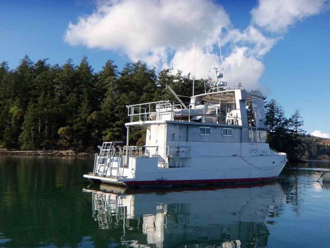 Flybridge Cabin Cruiser - US Coast Guard Conversion image 9