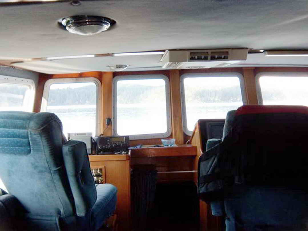 Flybridge Cabin Cruiser - US Coast Guard Conversion image 33