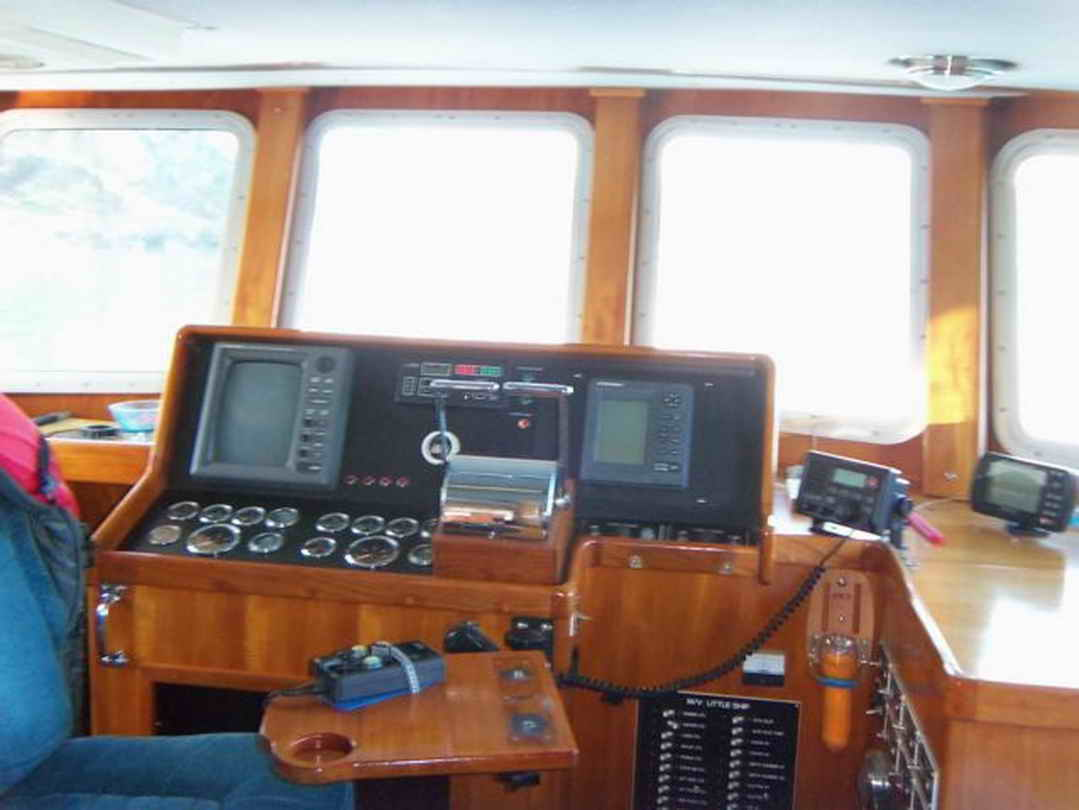 Flybridge Cabin Cruiser - US Coast Guard Conversion image 37