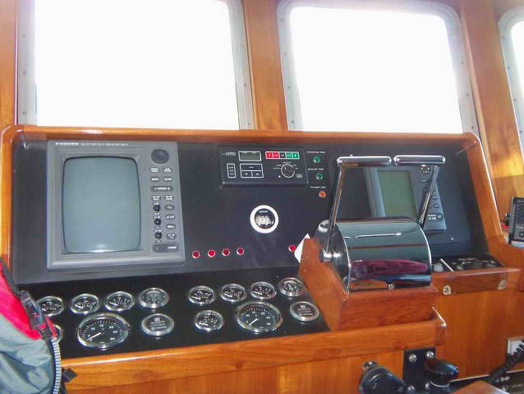 Flybridge Cabin Cruiser - US Coast Guard Conversion image 38