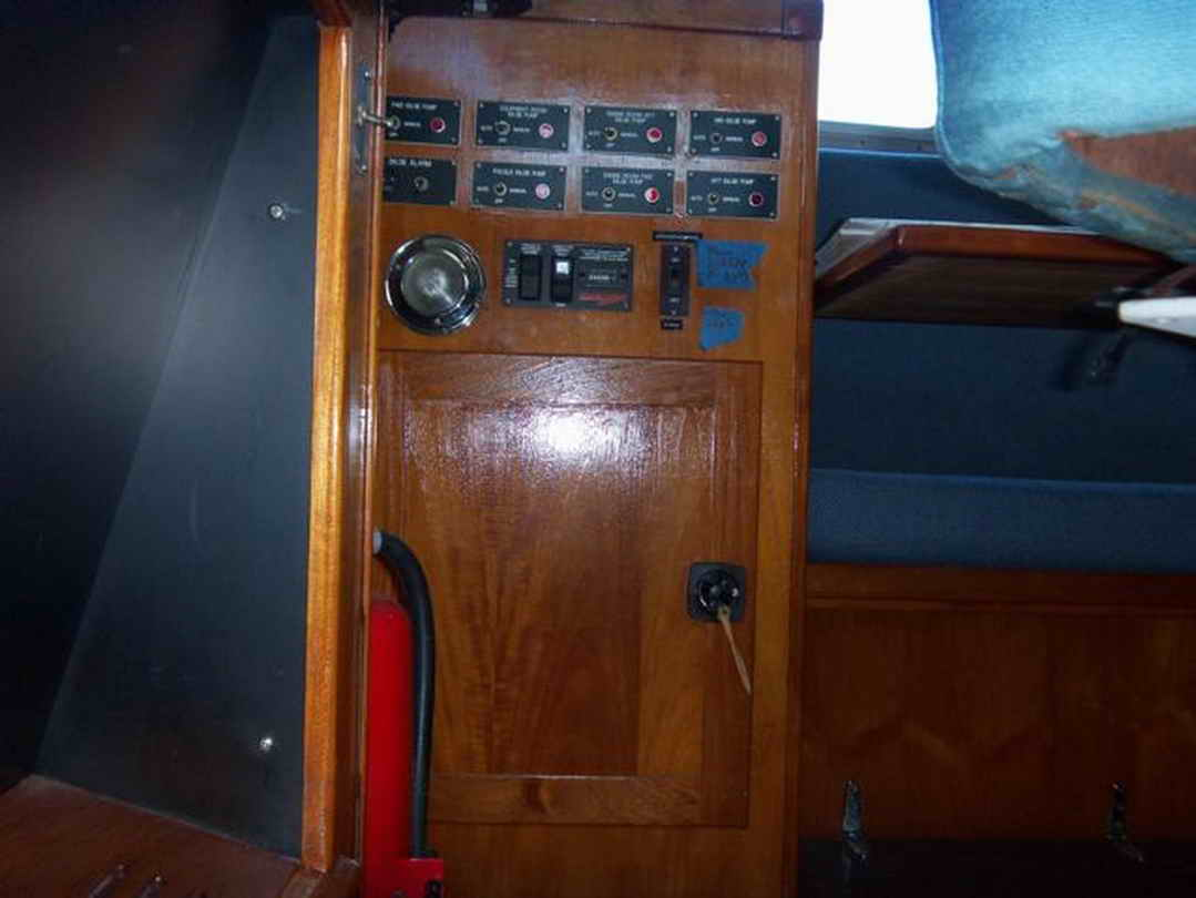 Flybridge Cabin Cruiser - US Coast Guard Conversion image 41