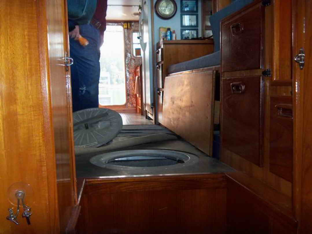 Flybridge Cabin Cruiser - US Coast Guard Conversion image 42