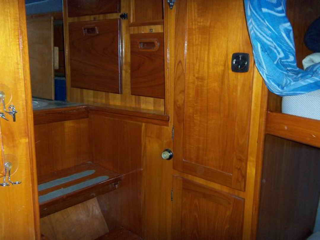 Flybridge Cabin Cruiser - US Coast Guard Conversion image 43