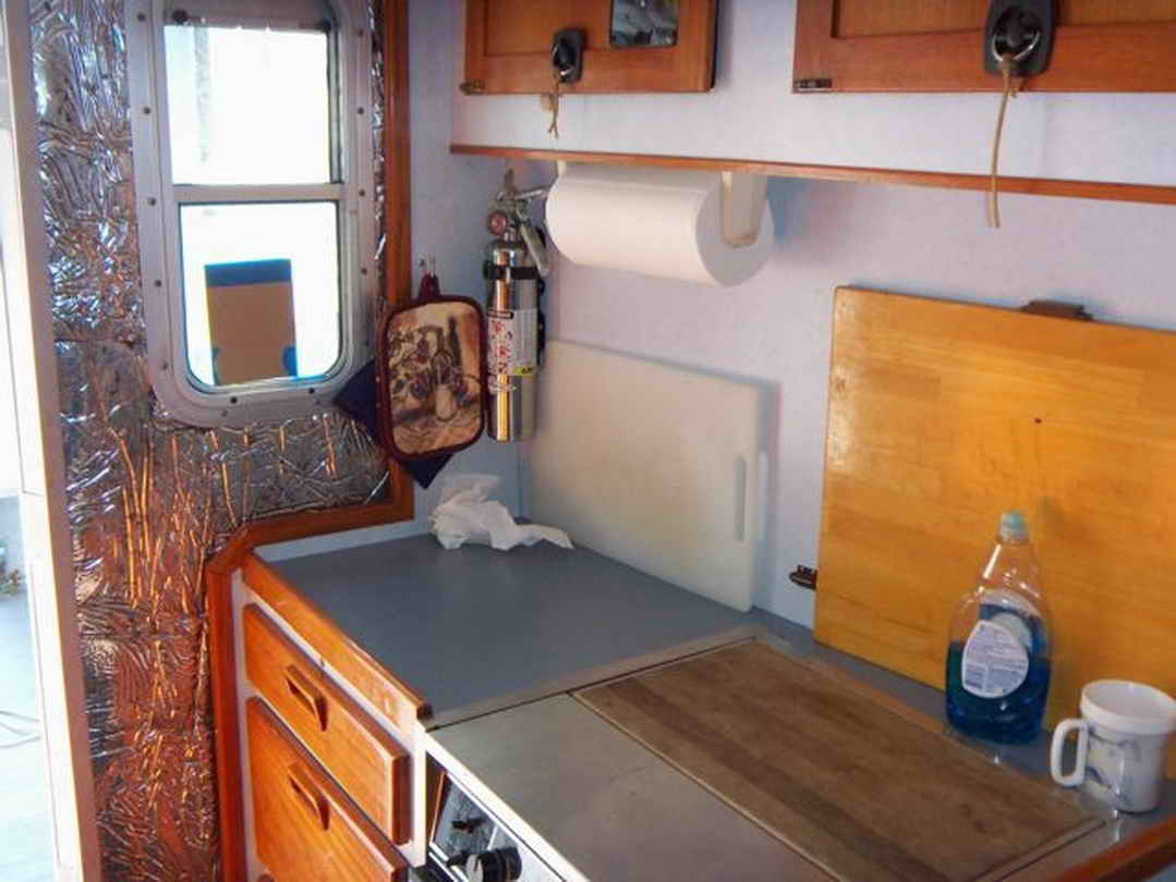 Flybridge Cabin Cruiser - US Coast Guard Conversion image 45