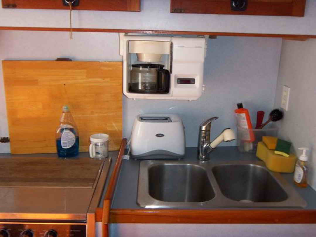 Flybridge Cabin Cruiser - US Coast Guard Conversion image 46