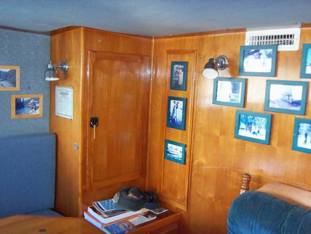 Flybridge Cabin Cruiser - US Coast Guard Conversion image 52