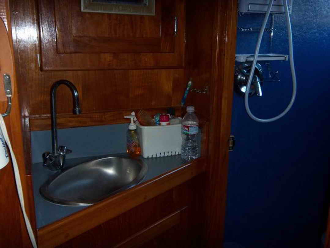 Flybridge Cabin Cruiser - US Coast Guard Conversion image 54