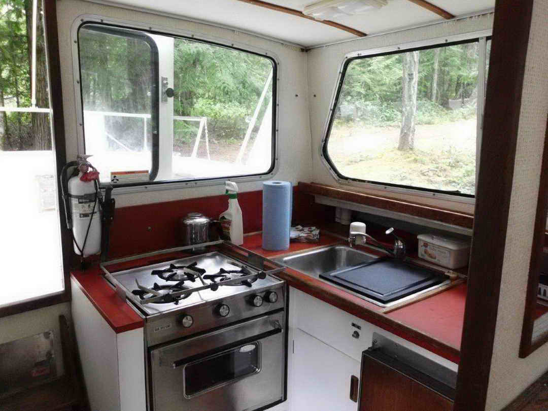 Glasply Long Cabin Cruiser image 25