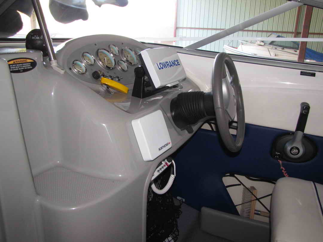 Bayliner Discovery 210 Sport Fishing Boat image 6