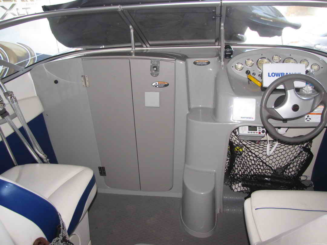 Bayliner Discovery 210 Sport Fishing Boat image 9