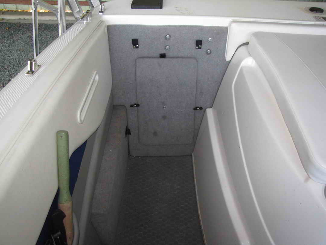 Bayliner Discovery 210 Sport Fishing Boat image 12
