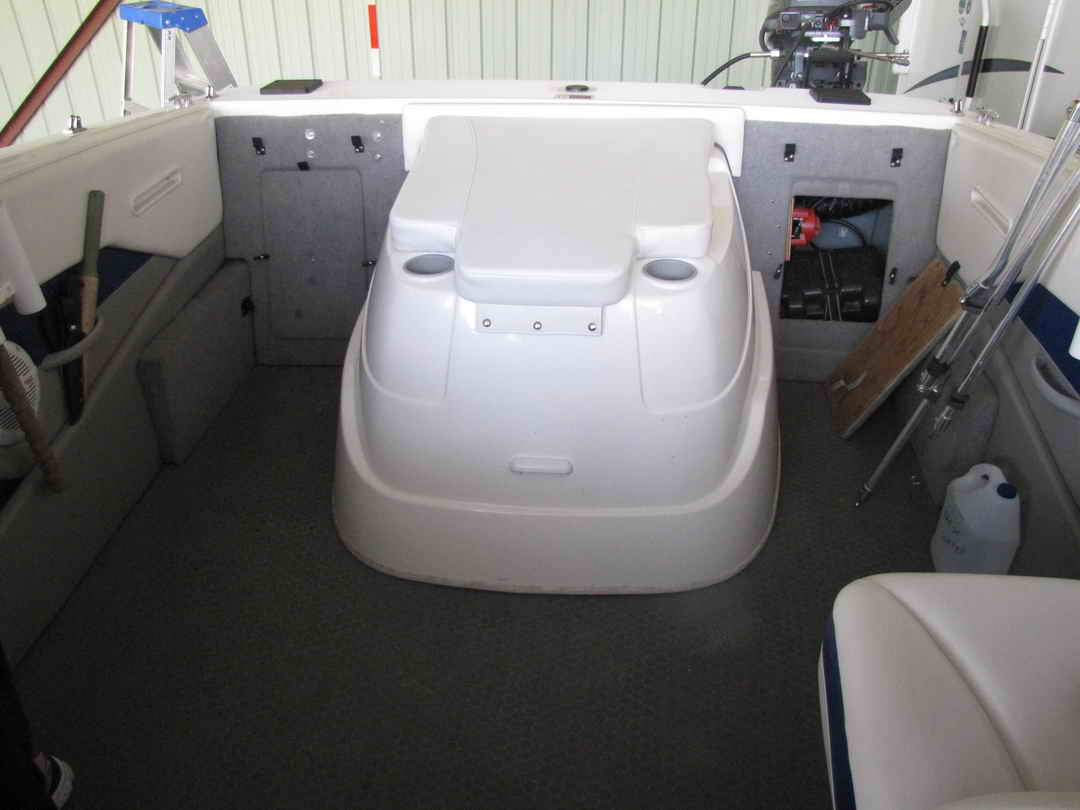 Bayliner Discovery 210 Sport Fishing Boat image 13