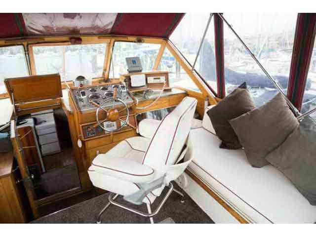 Chris Craft Conqueror Family Cruiser image 8