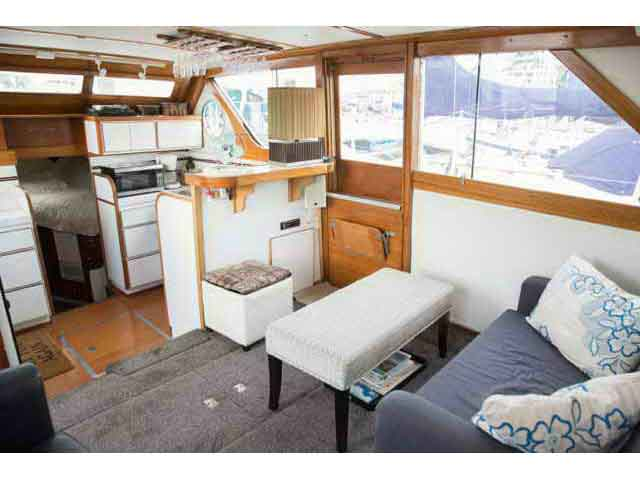 Chris Craft Conqueror Family Cruiser image 15