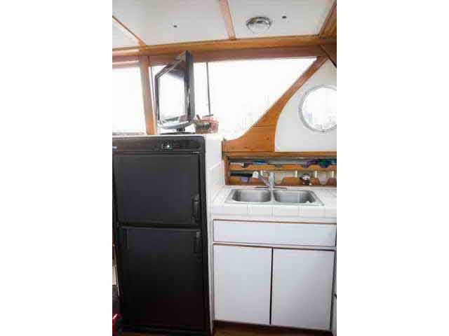 Chris Craft Conqueror Family Cruiser image 22