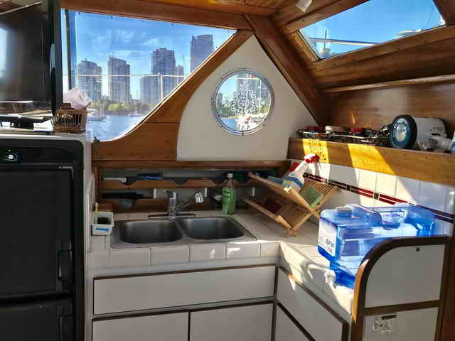 Chris Craft Conqueror Family Cruiser image 24