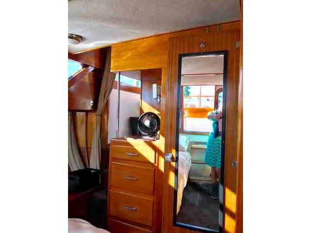 Chris Craft Conqueror Family Cruiser image 28